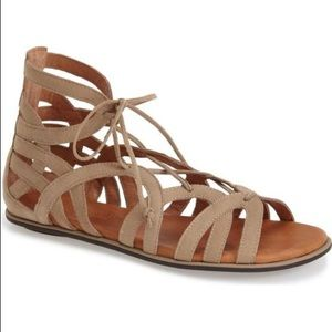 Gentle Soul Taupe Suede Gladiator Sandals 9